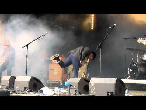 "Graham Coxon performing ""Freaking Out"" @ Glastonbury 2011 on Park Stage"