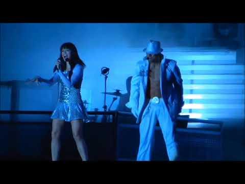 Descuidos de TONTAS famosas bailando SIN BRAGAS y otras historias en el escenario