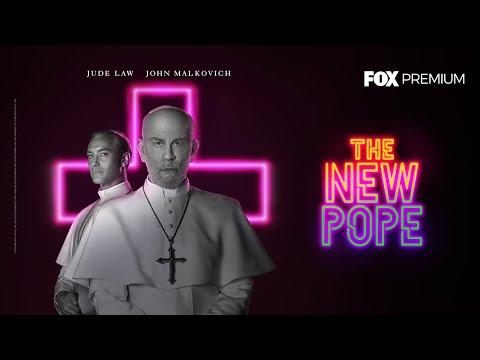 """Jude Law y John Malkovich se sumergen en los miticos pasillo del Vaticano con """"The New Pope"""", la serie que genera debate sobre el fanatismo religioso y los milagros"""