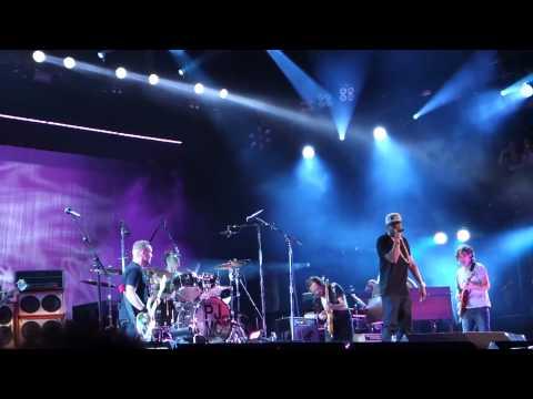 Pearl Jam & Jay-Z – 99 Problems – Philadelphia (September 2, 2012)