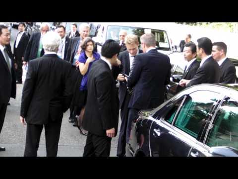 ドイツ大統領車列 駐日ドイツ大使館到着 German President visits Tokyo Japan