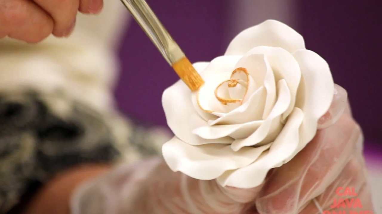How To Decorate A New Year S Gold Sugar Rose Cake