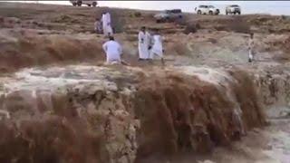 RIO APARECE DE LA NADA Y SORPRENDE HABITANTES EN ARABIA SAUDITA (VIDEO) 2017