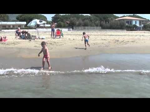 2012: Donne in bikini BAMBINI DIVERTENTI VLOG