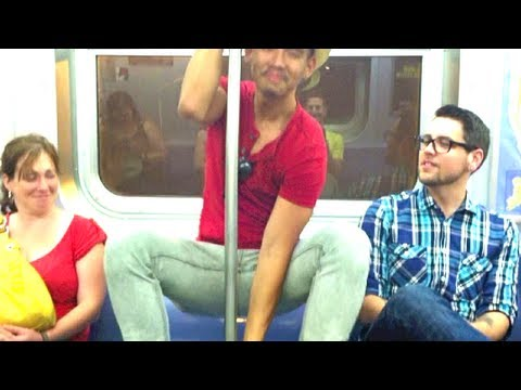 Werkin' the Subway Pole | VEDA (7)