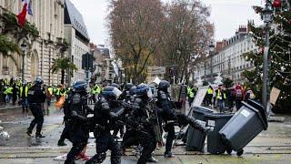 VIDEO.TOURS : face à face violent entre les policiers et les Gilets jaunes ce samedi 1er décembre