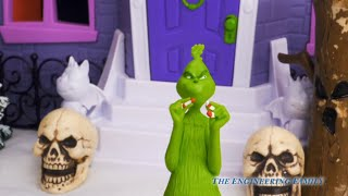The Grinch Searches for Cindy Lou Who with Vampirina and Spooky PJ Masks and Paw Patrol