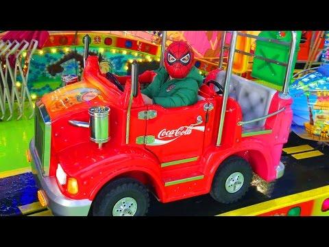 Мальчик Человек Паук Адам Развлекается в Бельгийском городе Спа Boy Spider-Man Adam have Fun Spa