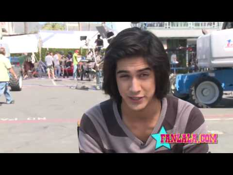 On Set of Victorious With Avan Jogia Video
