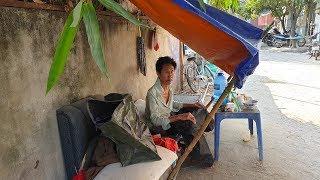Người đàn ông che bạt ngủ ngoài đường, không đi đứng được vì quá khứ ăn chơi