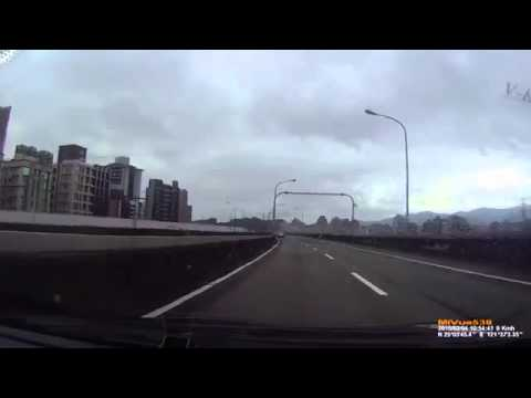 ORIGINAL Dashcam footage captures Taiwan plane crash Taipei