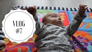 VLOG #7   Baby ontdekt handjes   1MAMA.nl