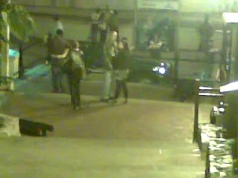 Video chistoso de Mujer Borracha Bajando Escaleras y Cayendose, Funny Drunk Girl Falls