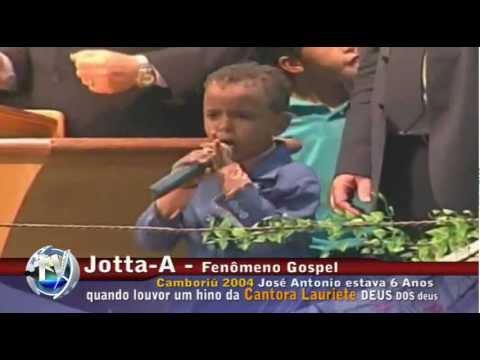 Jotta A.  com 6 anos em Camboriu- cantando Deus dos deuses com a Lauriete