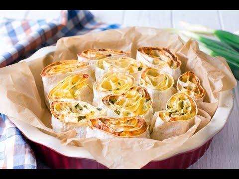 Пирог из лаваша с творогом, сыром и зеленью