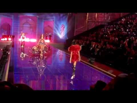 Victoria Secrets Fashion Show London 2014 (full show HD)