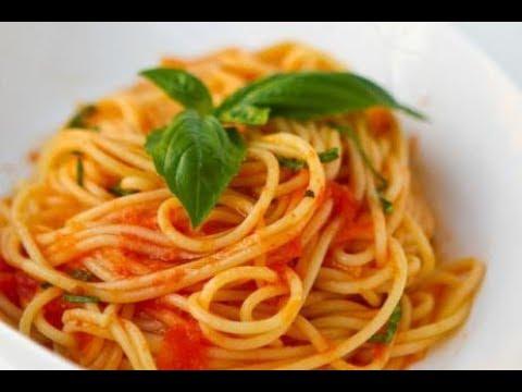 Спагетти (паста) с сыром и колбасой. Томатный соус