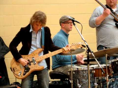 Noah Wotherspoon Band performing Hound Dog Taylor's