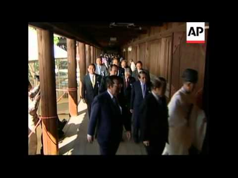 Right wing parliamentarians visit Yasukuni shrine