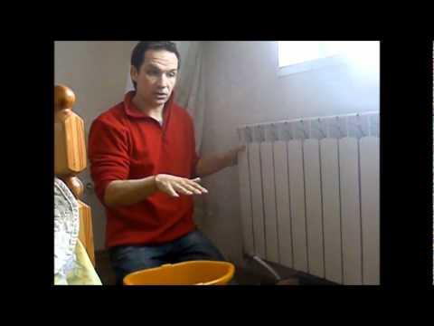 Видео как снять радиатор отопления