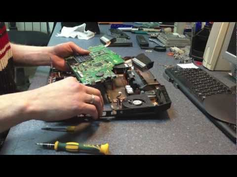 Asus Lamborghini VX7Sx Disassembling the laptop