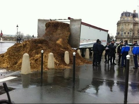 French Trucker Dumps Horse Manure To Protest Hollande video