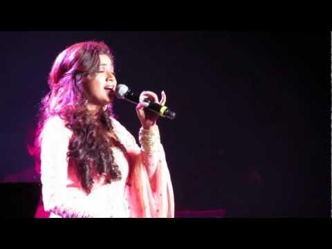 Shreya Ghoshal Singing Tujh Mein Rab Dikhta Hai Live