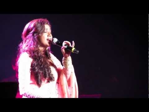 Shreya Ghoshal Singing Tujh Mein Rab Dikhta Hai Live video