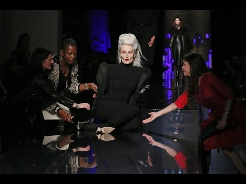 Model falls FOUR TIMES during Jean Paul Gaultier Haute Couture Fall/Winter 2014-2015