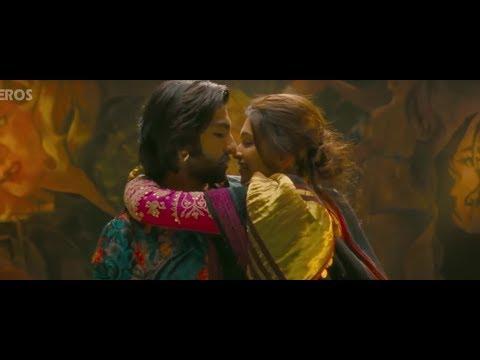 Deepika Padukone & Ranveer hot kiss