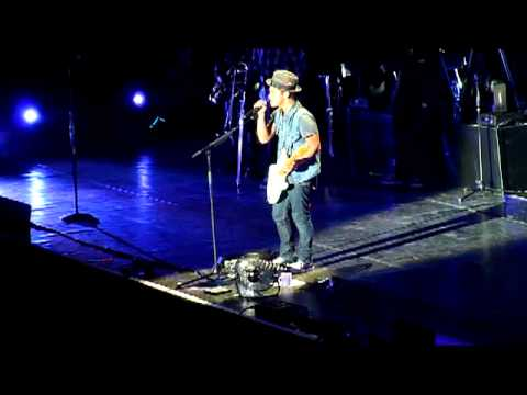 Bruno Mars - Nothing On You Clip - Live in Oberhausen - 15.10.2011