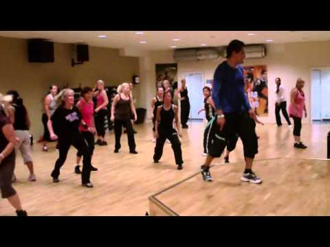 Zumba® By Carlos I. - Mueve La Cadera video
