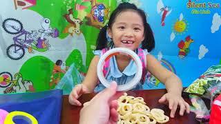 Gia Linh đi học về mua kẹo bim bim và đồ dùng để trang trí Noel
