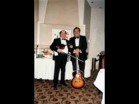Voros Kalman es zenekara, a kepeken Bacsik Elek gitarmaestroval...
