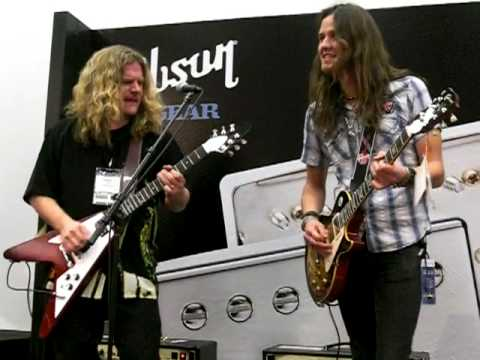 Frank Hannon&Dave Rude From Tesla (NAMM Show 2009)Rock Bottom(UFO)