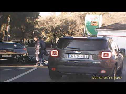 Taxis nem ad elsöbbséget a motorosnak Sopron Magyar utca Híd utca ker.  2019 9  16    09 ór