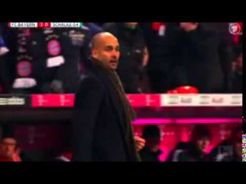 Nach Tor: Guardiola umarmt vor Freude den 4....