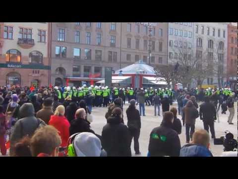 Demonstration mot Swedish Defence League på Stortorget i Malmö