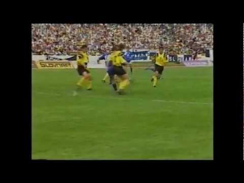 Zápas slovenskej ligy z roku 1993 Inter Bratislava - ŠK Slovan Bratislava 0:2 Dubovský hral za Slovan jeden z posledných zápasov pred prestupom do Realu Madrid. Dal dva góly, takto dával...