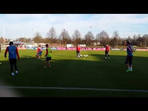 FC Bayern: Mandzukic foult Schweinsteiger