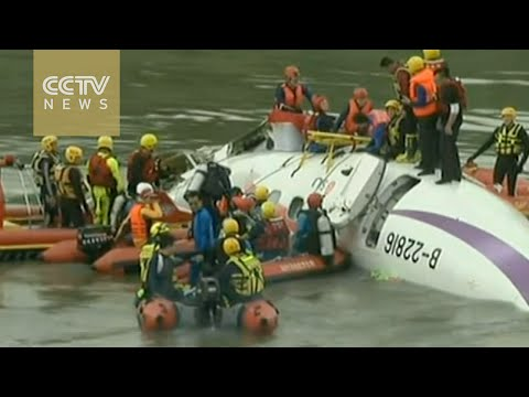 8 killed in TransAsia Airways plane crash in Taiwan