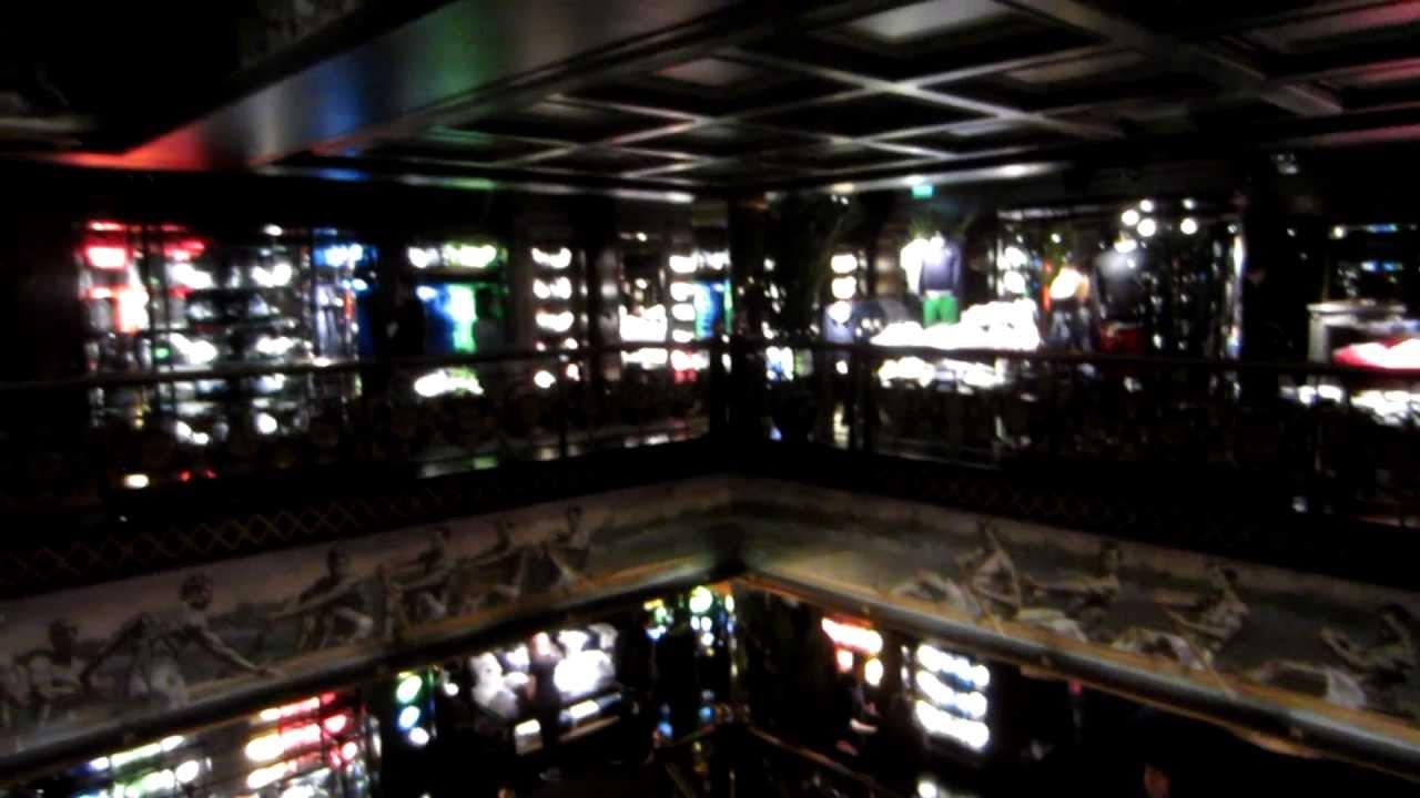 Abercrombie and fitch paris champs lys es inside 2012 for Abercrombie paris interieur
