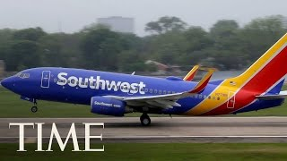 download lagu Footage Of Fight Breaking Out Aboard Southwest Airlines Flight gratis