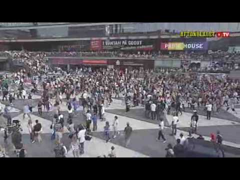 Michael Jackson - Beat it (Stockholm flash mob!!)