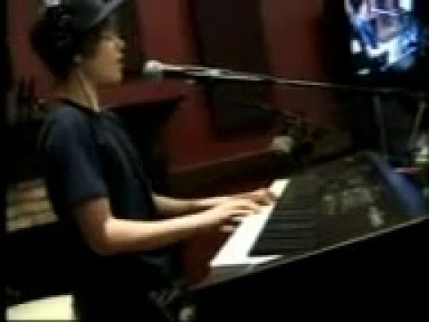 Justin-Bieber- Where Are You now sing at Radio
