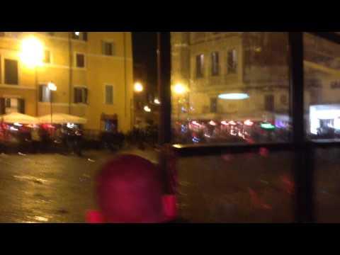 Feyenoord supporters rellen in Rome met ME (originele beelden)