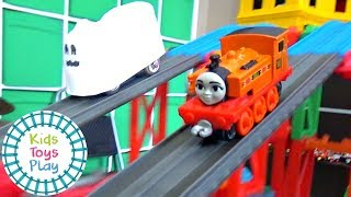 Thomas & Friends Mystery Wheel Downhill Train Races HALLOWEEN 2018 Edition