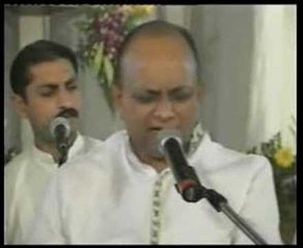 VINOD AGARWAL singing BHAJAN 2 of 2
