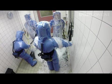 Wenn Ebola nach Deutschland käme: Training auf der Seuchenstation der Charité