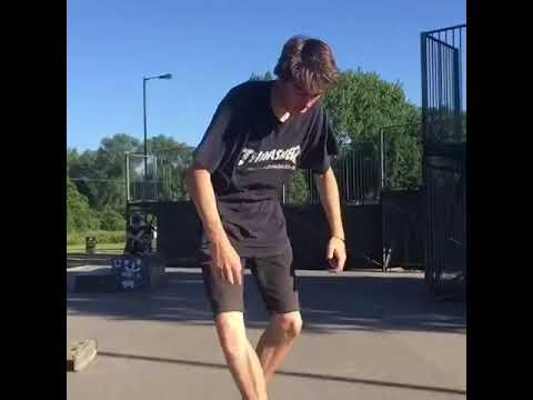 Watch the feet of @ellisfrost 🎥: @mattluscombe_um_nom_nom   Shralpin Skateboarding